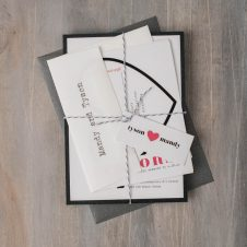 modernheartsweddinginvitations