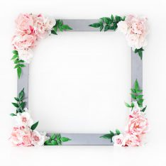 DIY Bridal Shower Floral Photo Booth Frame