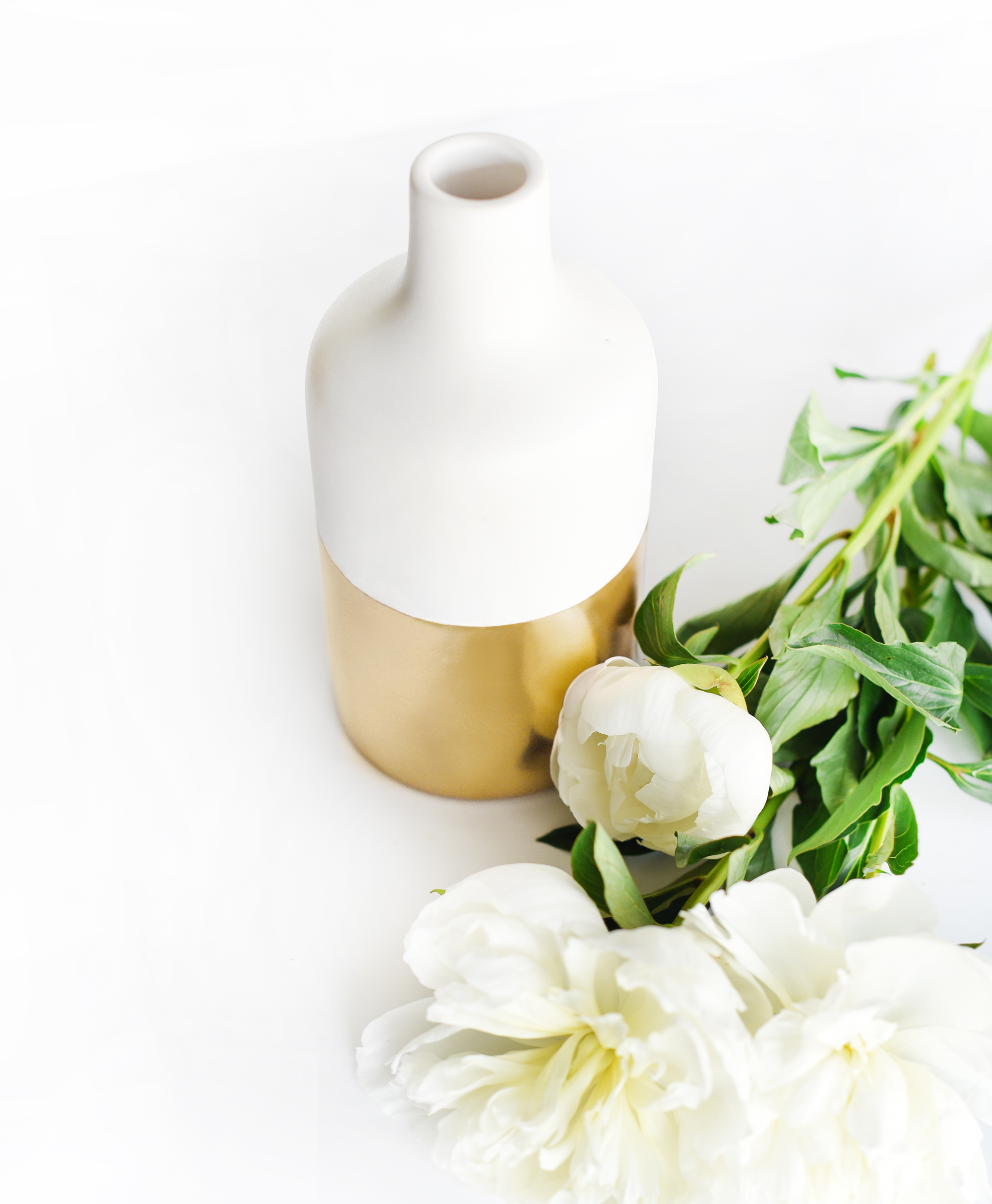 DIY Gold-Dipped Bouquet Vase